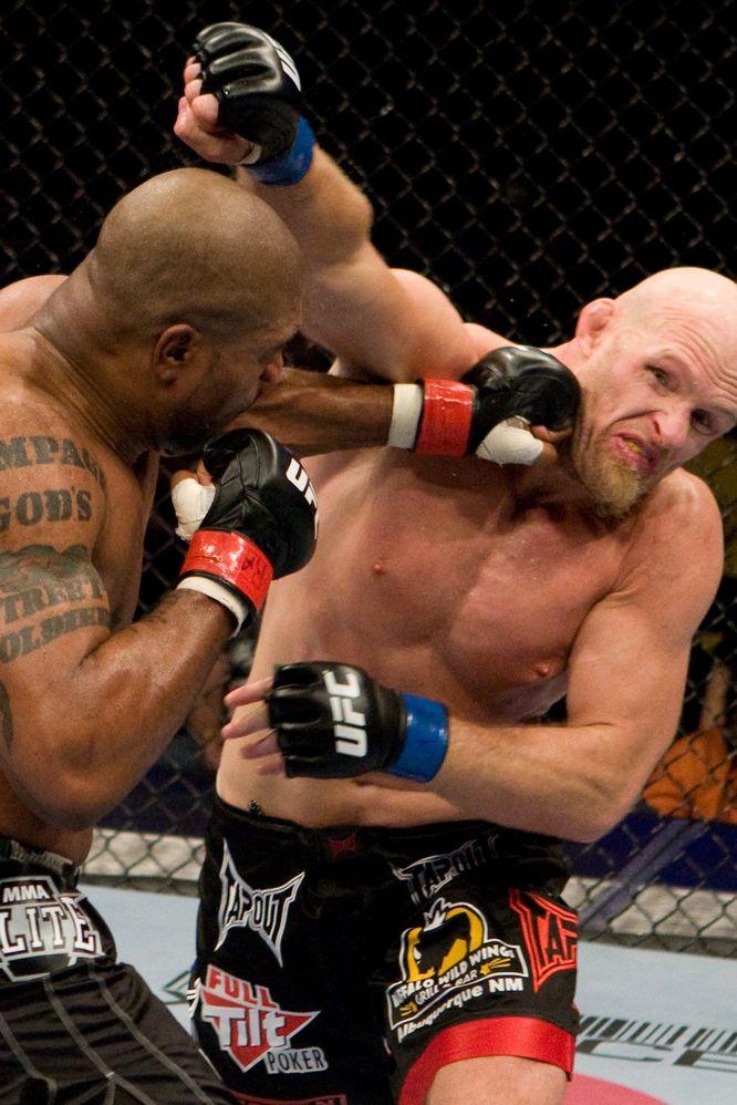 """UFC96】""""冷静""""ランペイジ、""""変則..."""