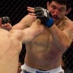 【UFC113】ダークセン、ワンチャンスでチョーク一閃