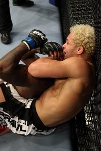 【UFC106】コスチェック、実力でジョンソンねじ伏せる