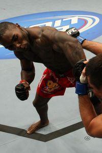 【UFC104】体重超過のジョンソン相手に、吉田は完敗