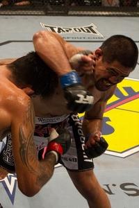 【UFC112】ムニョス、KO負け寸前から驚異の粘りで逆転