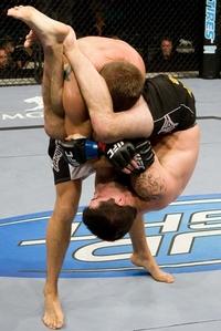 【UFC91】ブラウン、粘りの腕十字