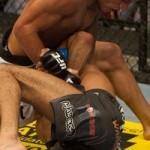 """【UFC112】""""殴る柔術家""""ドスアンジョス、華麗に一本勝ち"""