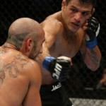 【UFC103】オープニングはドスアンジョスが下段斬り