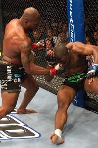 【UFC114】因縁に決着、ラシャドがランペイジを下す