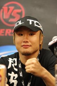 【UFC VERSUS】五味初勝利も「金網に昇って怒られた」