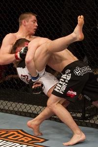 【UFC LIVE】ラドウィックが骨折、アクシデントに泣く