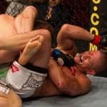 【UFC115】パイル、終盤の劣勢から冷静に三角絞めへ