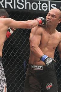 【OFC02】地元対決、シラワントが派手に殴り勝つ