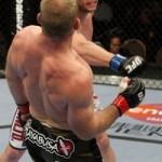 【UFC106】フォスター、二度の反則受けるも完勝