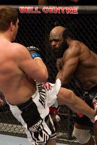 【UFC113】元NFLプレイヤー、路上の王キンボを撃破