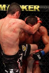 【UFC106】サダロー、決定機欠くもバローニをフルボッコ
