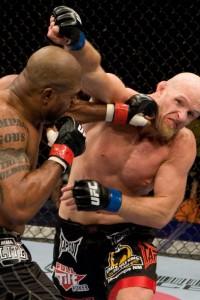 """【UFC96】""""冷静""""ランペイジ、""""変則""""ジャーディンに勝利"""