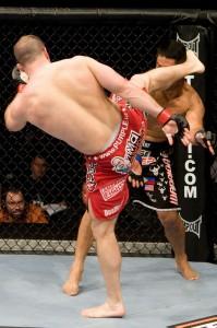 【UFC96】ハミル、大振りムニョスを右ハイで一蹴