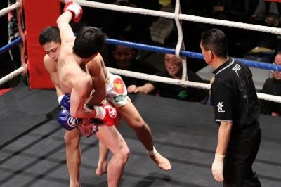 【写真】Revelsでキックにも挑戦しているヒロ・ヤマニワ。手塚との目まぐるしいグラップリング戦の展開なるか(C)MMAPLANET