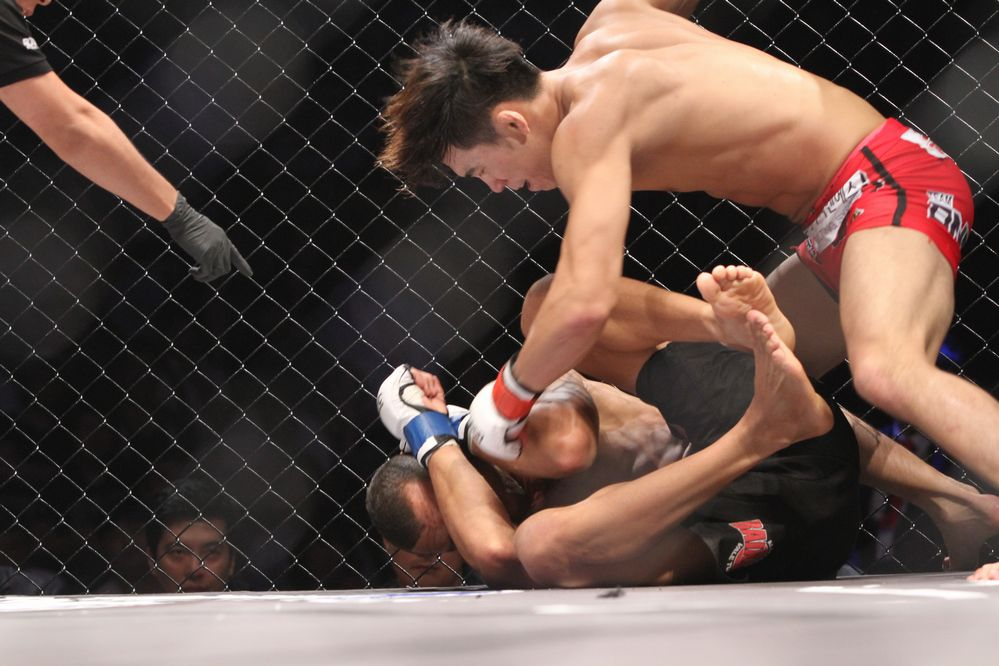 Lee Yun-Jun def Thiago Silva