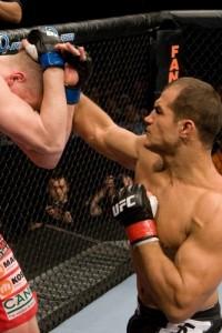 【UFC95】ドスサントスが2試合連続の1RTKO勝利