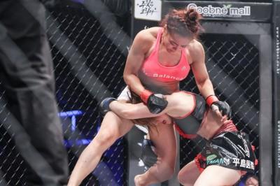 【RFC19】ソン・ヒョギョンの打撃&レフェリングに苦しむも、富松恵美が執念の判定勝ち
