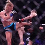 【UFC184】拳だけじゃない、驚異の蹴り技を持つボクシング13冠ホルムのオクタゴン初陣
