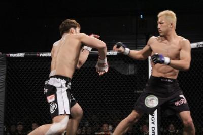 【写真】相手の攻撃が届かない距離で戦う徳留。新スタイルに開眼した(C)TAKUMI NAKAMURA
