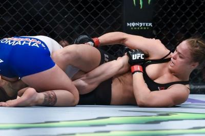 【UFC184】試合結果 ラウジー、最強挑戦者から14秒でタップ奪う。山本KIDの復帰戦は無効試合に
