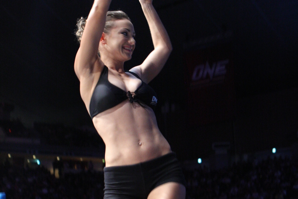 MONDAY RING GIRL】ONE FC 03 | ...