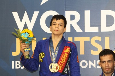 【WJJC 2015】世界柔術決勝リポート<02>ライトフェザー級決勝、ギィの引退でパウロ圧勝