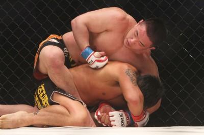 【写真】3月のパク・ジョンギョ戦では殴り合いのなかでテイクダウンを取り、バックを制すという戦い方で判定勝ちを収めているジョン・オジン(C)MMAPLANET