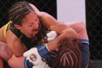 【PXC49】女子によるメインベント、地元グアムのウォーカーが判定勝利