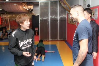 【写真】浜崎朱加と思わぬ顔合わせも。『有名な選手なんですか?』と浜崎もらしさを発揮していた(C)MMMAPLANET