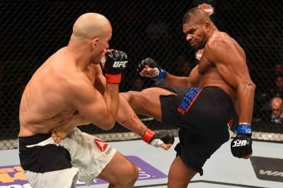 【UFC FOX17】アリスター・オーフレイムが左フックで元世界王者ドスサントスをKO