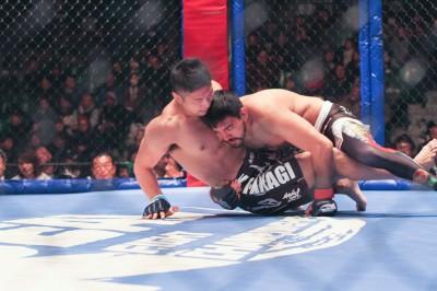 【写真】テイクダウンからスクランブルの攻防を経て、最後は寝技で仕留めた昨年12月の高木戦(C)MMAPLANET