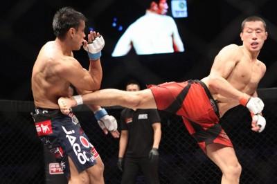 【写真】距離を取って回転系の蹴り技も繰り出すチャ・ジョンファン(C)MMAPLANET