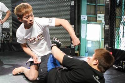 【写真】当初は寝所を与えられ、バイトをしながらキャリアをスタートさせた鈴木隼人(C)MMAPLANET
