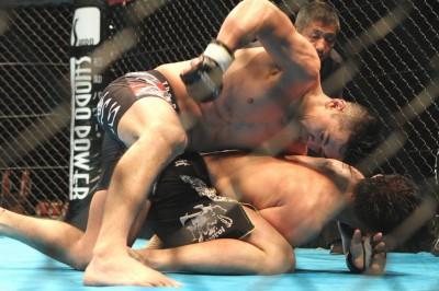ジョシュのいうサバイバーというのは打撃で押された試合の印象といえる。ヤマニハは攻めの柔術を駆使できるファイターだ(C)MMAPLANET
