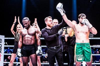【Glory35】試合結果 ヴァキトフ、ライトヘビー級王座統一戦でTKO勝ち。アデブグイがヘビー級T制す