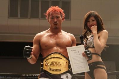 【Gladiator002】レッツ豪太、防衛成功。吉村友菊がヤックル下し新ライトフライ級王者に