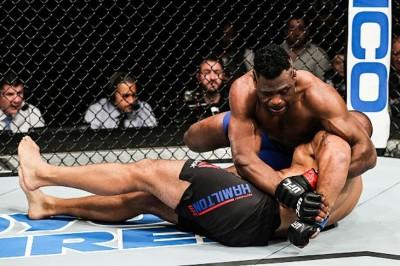 【UFN102】試合結果 MMA解禁後2度目のニューヨーク州大会、デリック・ルイスがTKO勝ちで締める