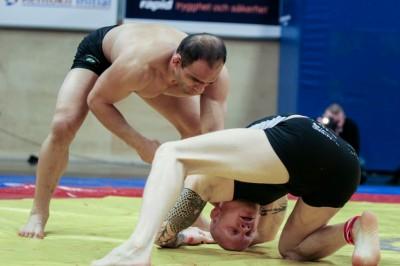 同大会ではその後のWEC&UFCファイター、英国在住時代のカマル・シャロルスのテイクダウンポイントに下った