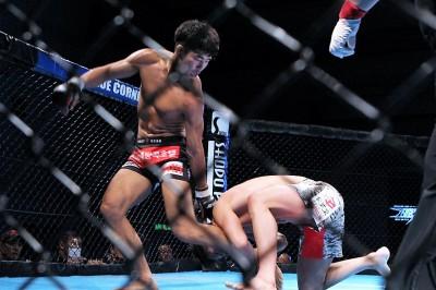 【HEAT40】オク・レユン、組みだけでなく打撃に強さを見せて岸本を圧倒。ライト級チャンピオンに