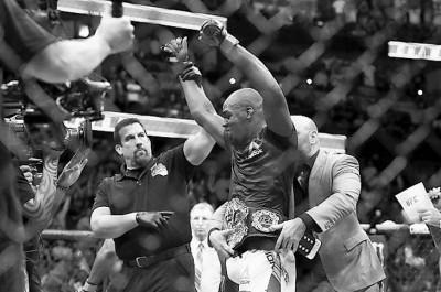 【UFC】7月29日のコーミエー戦で、ジョン・ジョーンズに薬物使用?! 4年間の出場停止も!!!!!!