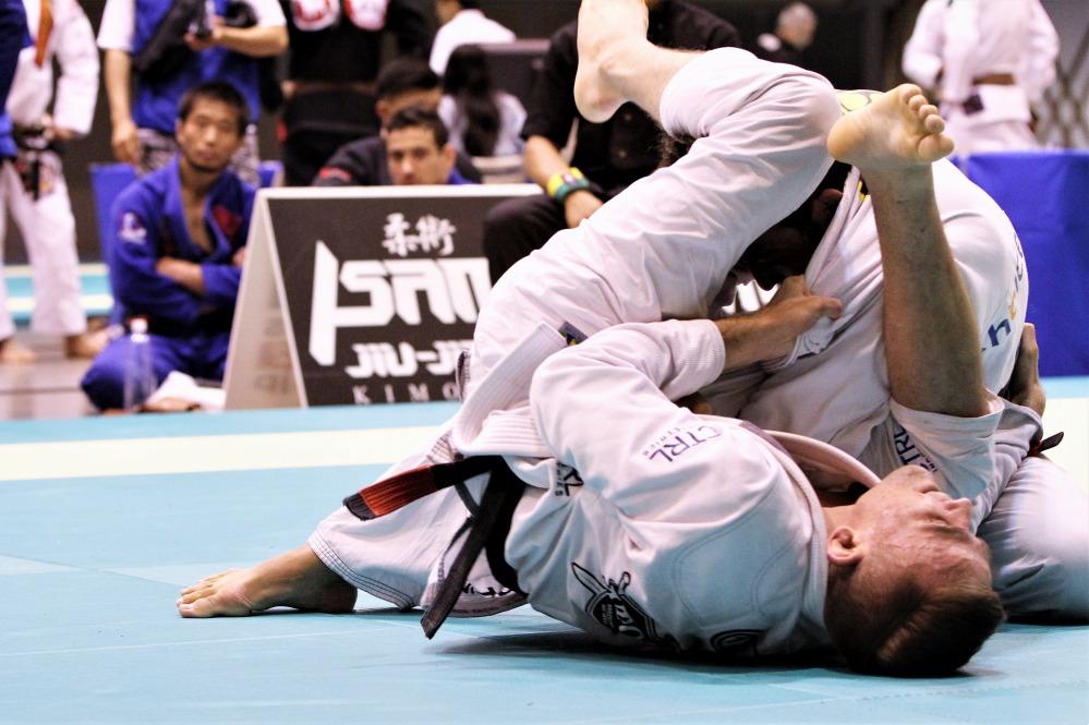 Brunovskis vs Iwasaki