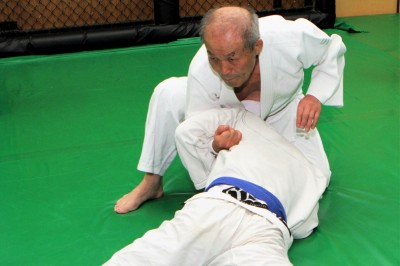 【Bu et Sports de combat】 仁木柔道。失われつつある技を伝える─05─腹ばいになった相手への片手絞め