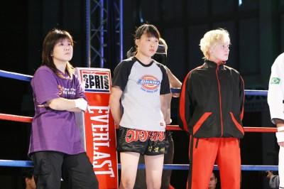 2005年7月に韓国で開催されたWXFに薮下めぐみらと共に出場していた17歳のシェフチェンコ!!(右端)(C)WXF