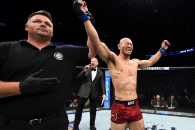 【UFC FOX29】試合結果 岡見勇信、61カ月振りにUFCで勝つ。ゲイジーはまたも、殴り合いで倒れる
