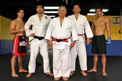 左から2番目がダニーロ、中央が父インジオ、右端がユーリ。写真は2010年のモノ