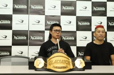 【Gladiator X Demolition02】体重超過&変則タイトル戦、2P減点マッチでMIKEがフェザーのベルト巻く