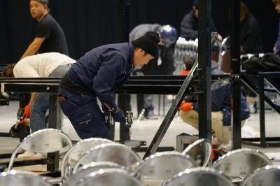 取材は昨年12月29日、格闘代理戦争3rdシーズン決勝の日に行われた。ケージ解体作業中の長南氏