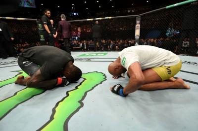 【UFC234】試合結果 石原夜叉坊、3連敗。アデサニャに熱戦の末に敗れたアンデウソンは現役続行
