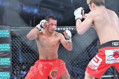 2013年5月に田中はラカイ所属のクリサント・ピットピットンゲとPXCバンタム級王座を賭けて戦った